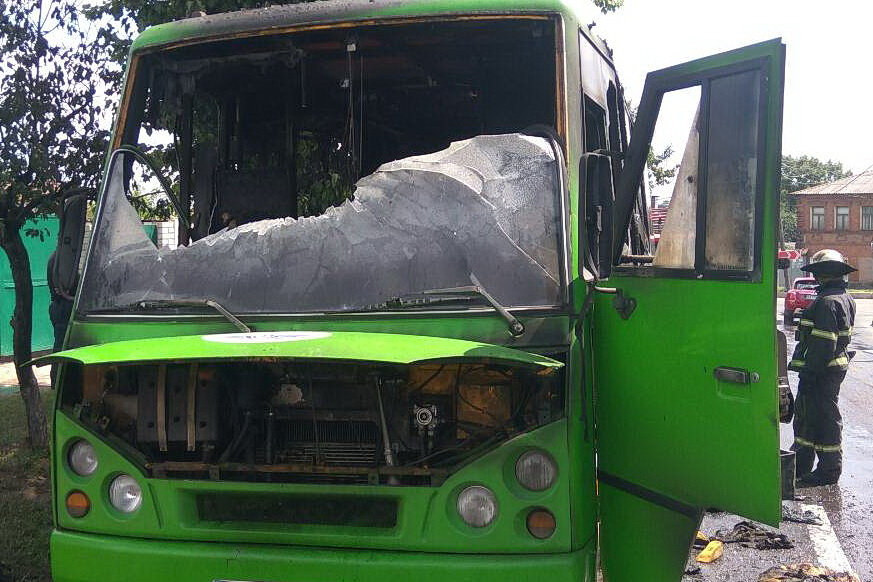 В Харькове на ходу загорелся автобус с пассажирами внутри, - ФОТО, ВИДЕО, фото-2