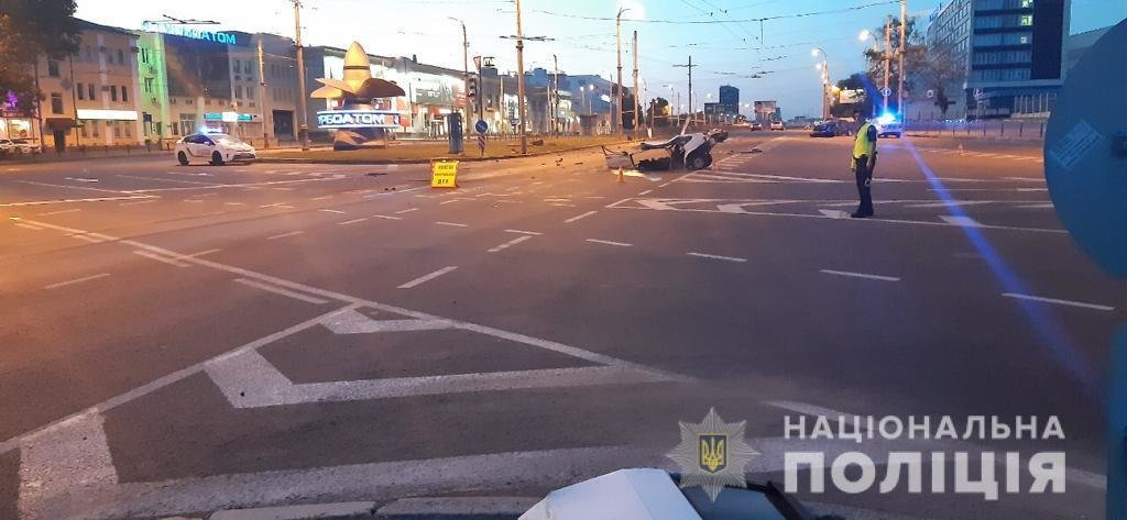 Жуткая авария в Харькове: «легковушку» разорвало на две части, пассажир погиб, - ФОТО, ВИДЕО, фото-3