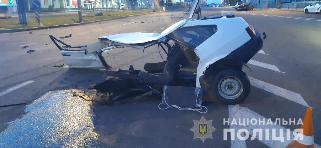 Жуткая авария в Харькове: «легковушку» разорвало на две части, пассажир погиб, - ФОТО, ВИДЕО, фото-1