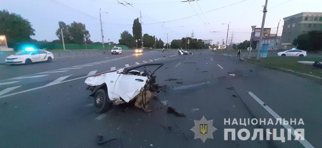 Жуткая авария в Харькове: «легковушку» разорвало на две части, пассажир погиб, - ФОТО, ВИДЕО, фото-2