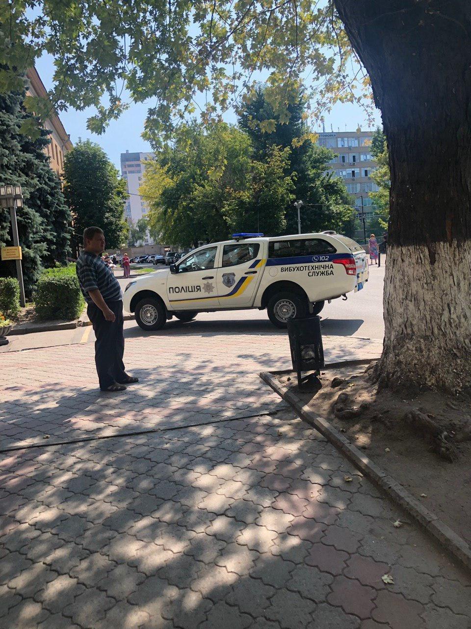 В Харькове ищут взрывчатку в пяти университетах, - ФОТО, фото-1