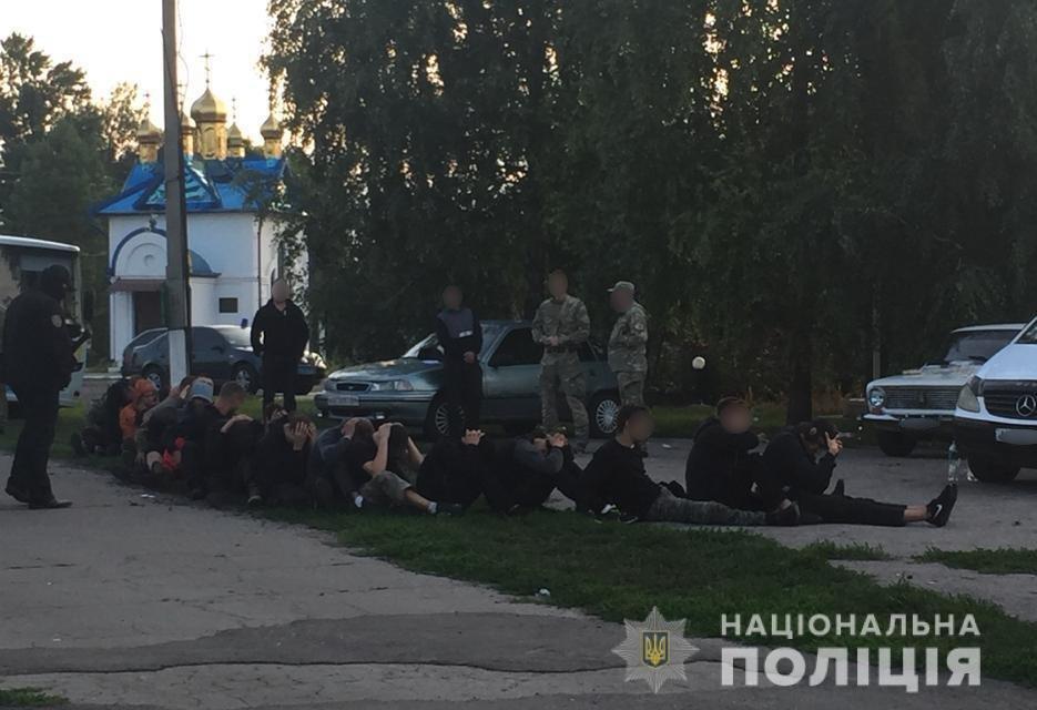 Россияне и жители оккупированных территорий: под Харьковом полсотни вооруженных мужчин пытались захватить агрофирму, - ФОТО, фото-2