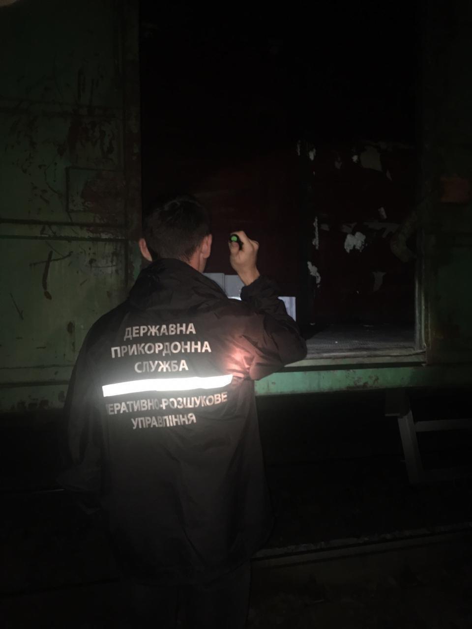 Хотели переправить в РФ контрабанду: под Харьковом «накрыли» поезд с тремя тоннами орехов, - ФОТО , фото-4