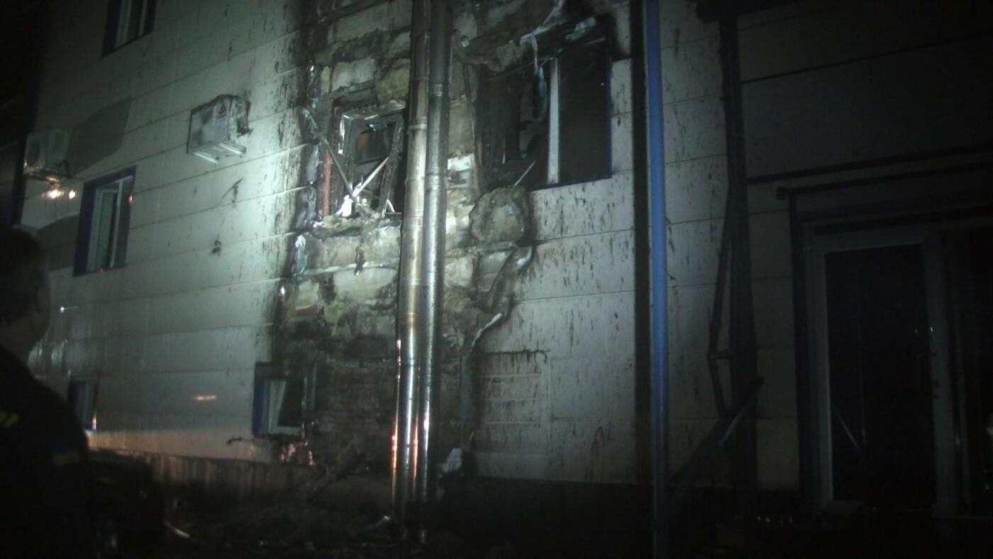 В Харькове загорелся спортклуб: огонь повредил припаркованную рядом машину, - ФОТО, ВИДЕО, фото-3