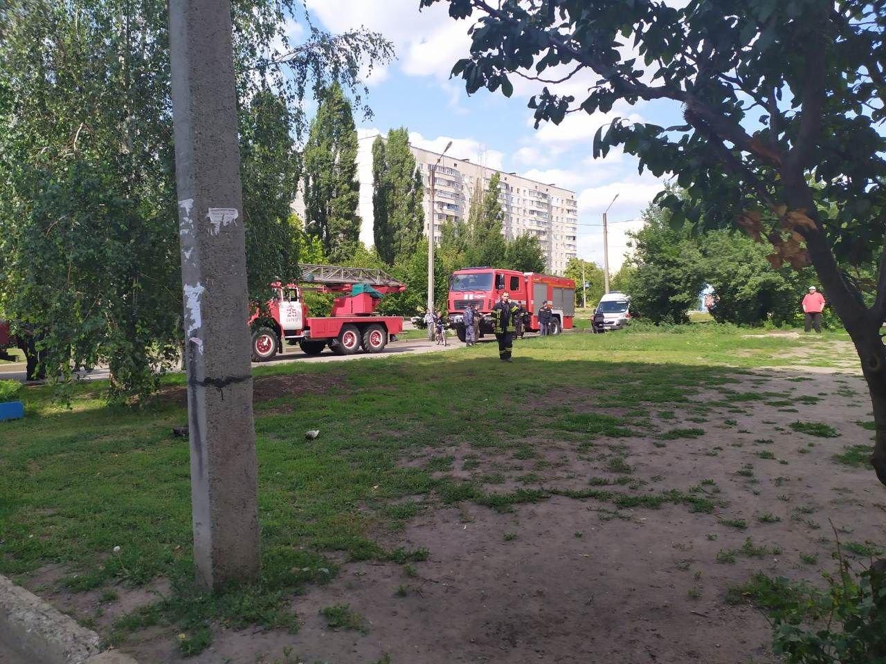 В Харькове из горевшей квартиры пожарные спасли парализованного мужчину, - ФОТО, фото-2