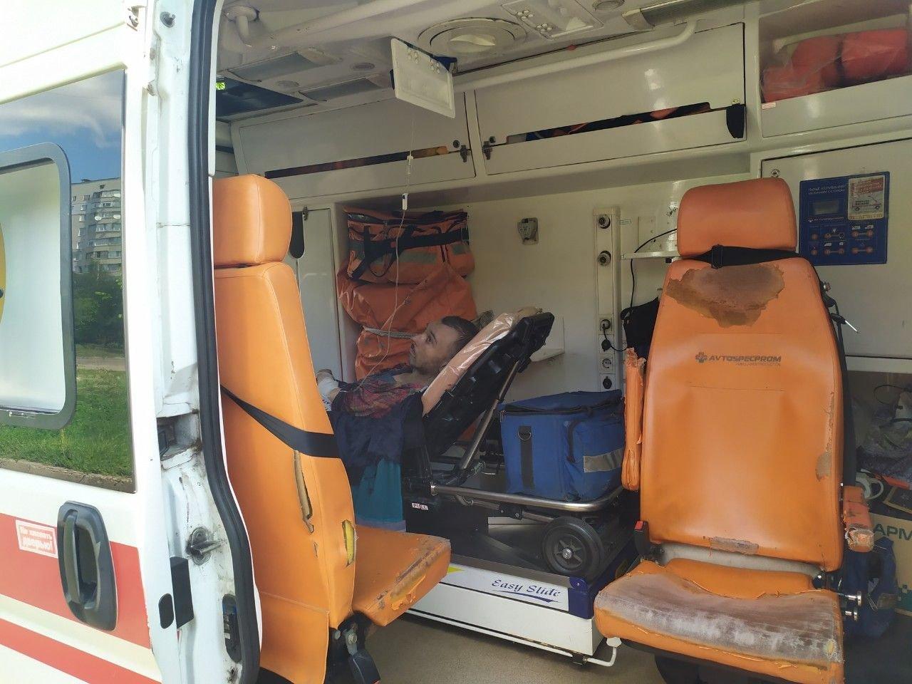В Харькове из горевшей квартиры пожарные спасли парализованного мужчину, - ФОТО, фото-1