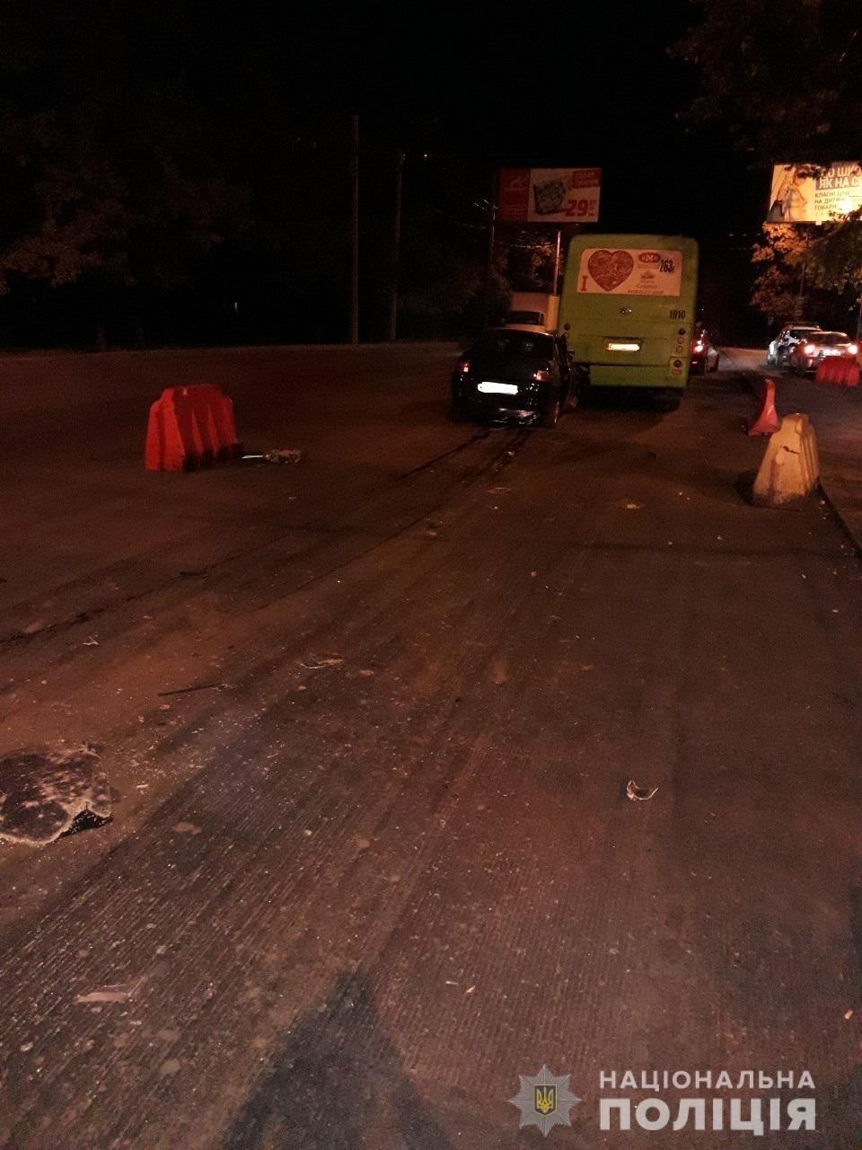 В Харькове «легковушка» на полной скорости «влетела» в автобус: пять человек пострадали, - ФОТО, ВИДЕО, фото-3