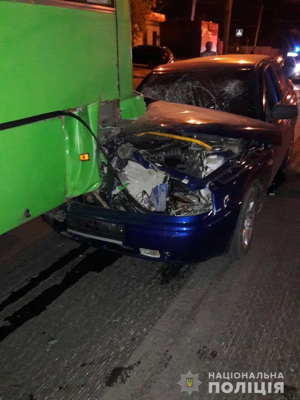 В Харькове «легковушка» на полной скорости «влетела» в автобус: пять человек пострадали, - ФОТО, ВИДЕО, фото-2