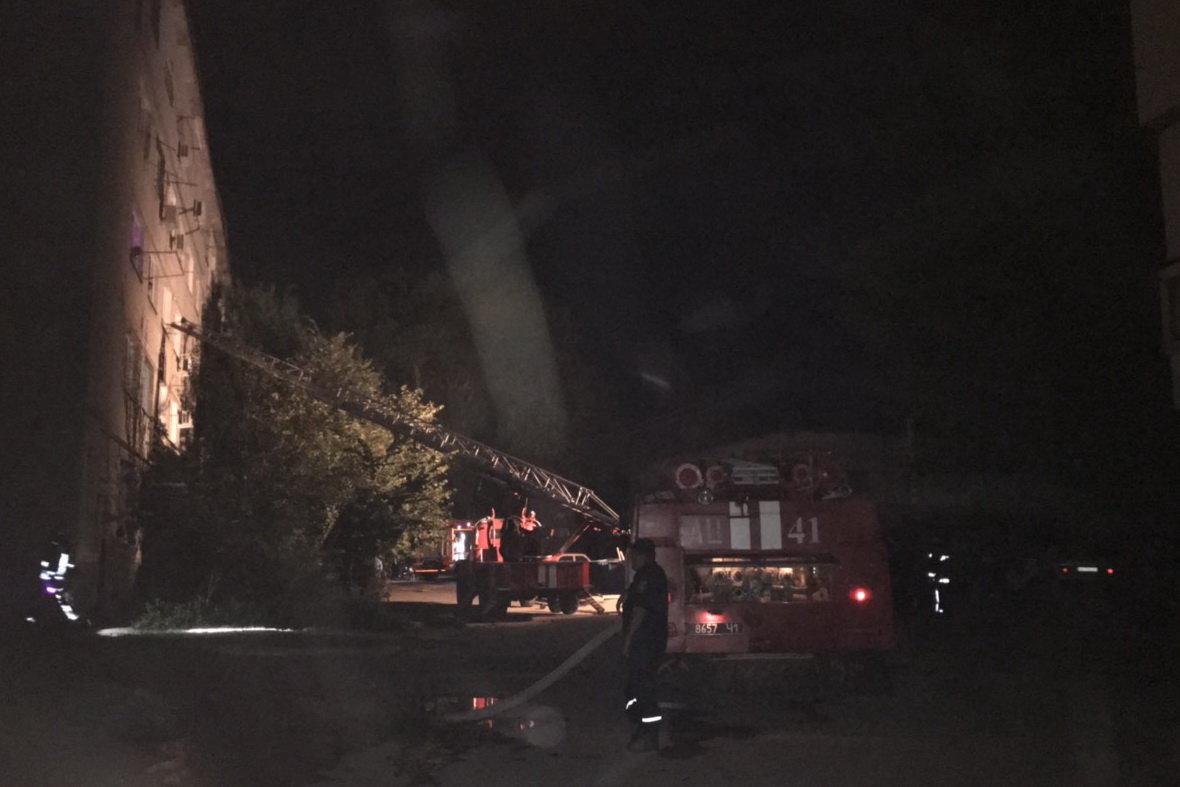 В Харькове горела квартира в «пятиэтажке»: пожарные спасли троих детей, - ФОТО, фото-1