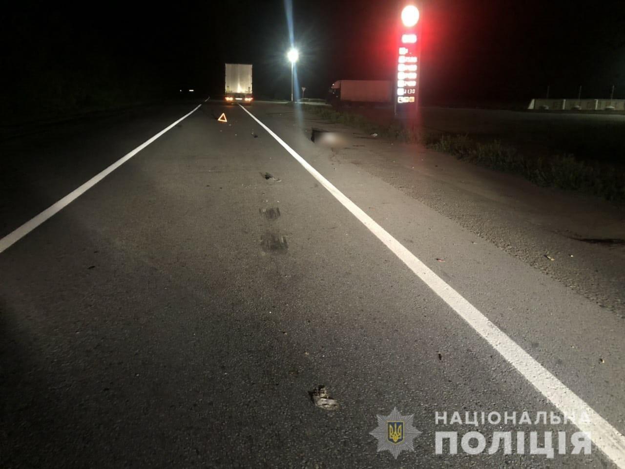 Переходил дорогу в неположенном месте: под Харьковом фура насмерть переехала пешехода, - ФОТО, фото-2