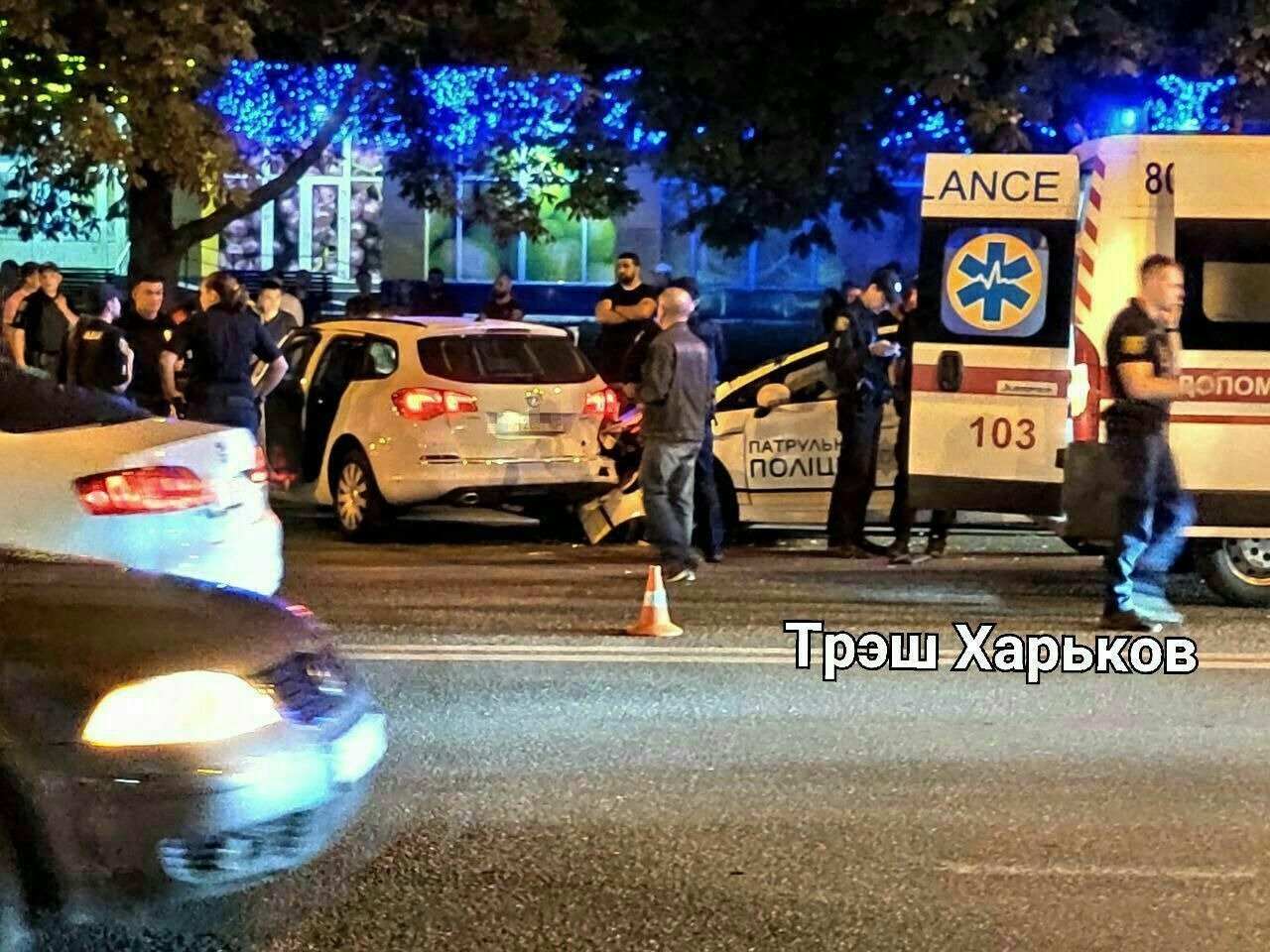 """В Харькове """"копы"""" гнались за автомобилем и попали в аварию: пострадали двое патрульных, - ВИДЕО, фото-1"""
