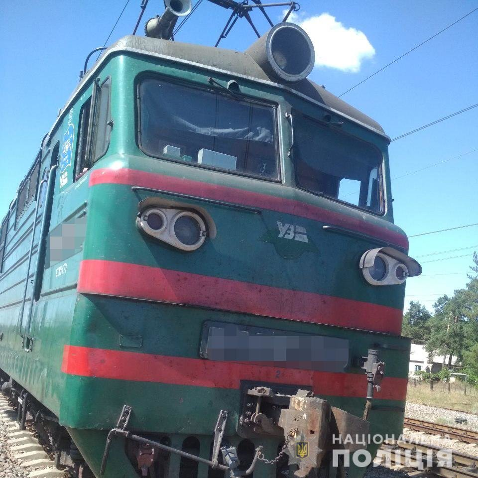 На Харьковщине под колесами поезда погибли два человека, - ФОТО, фото-2