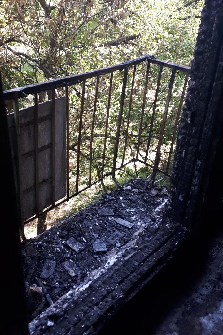 В Харькове спасатели тушили пожар на балконе жилой пятиэтажки, - ФОТО, фото-1