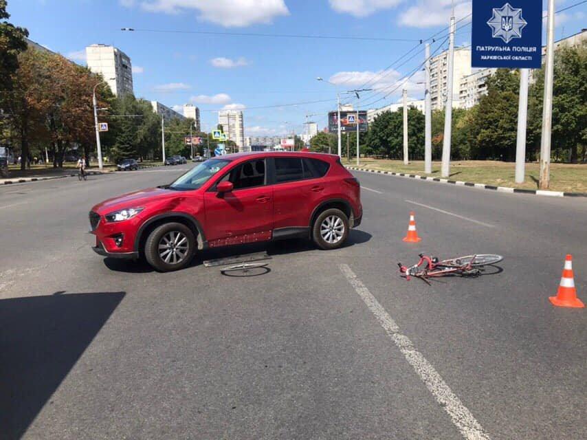 """На Алексеевке не разминулись """"кроссовер"""" и велосипед: один человек в больнице, - ФОТО, фото-1"""