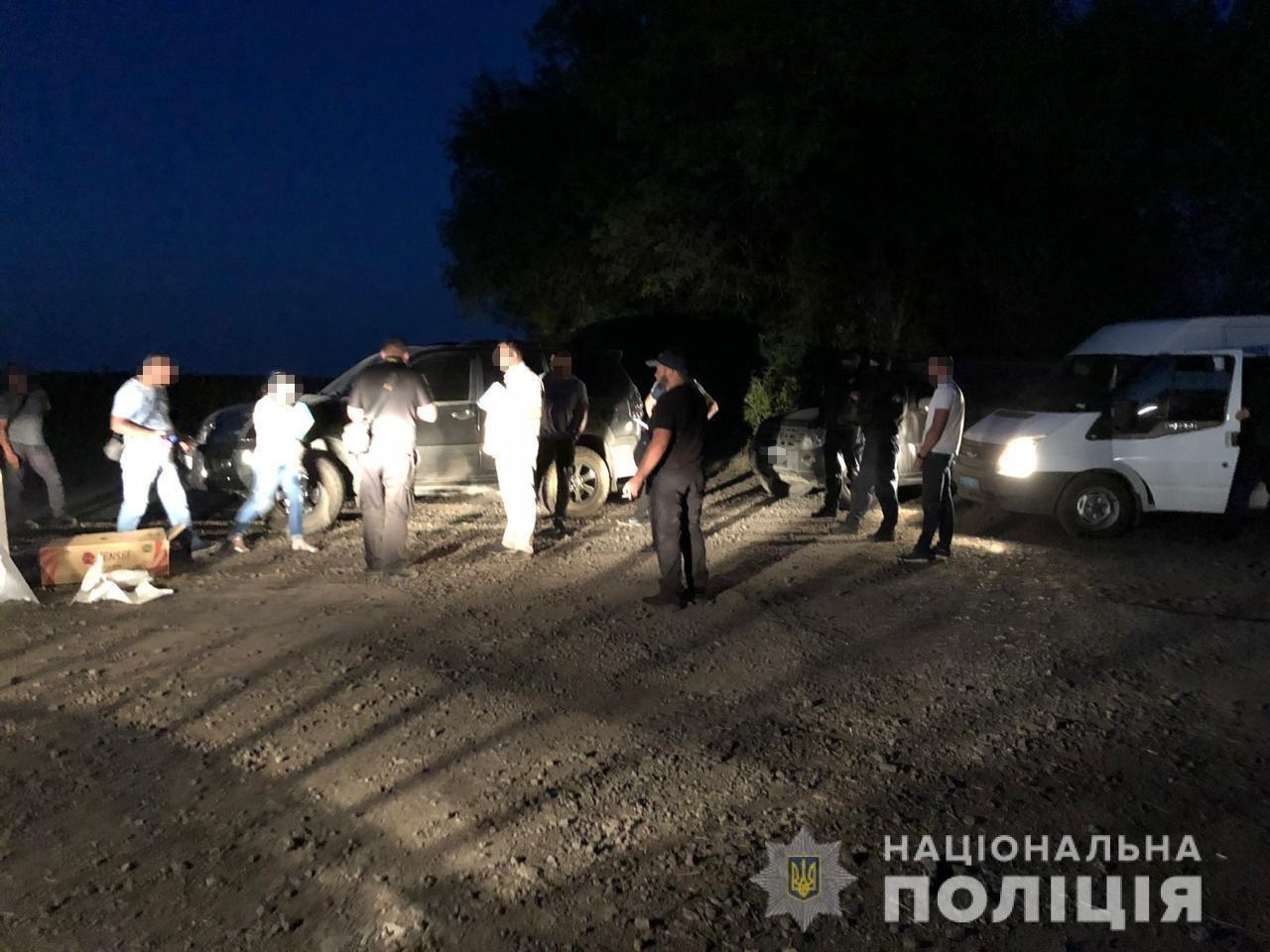 Полиция задержала мужчин, пытавшихся захватить госпредприятие на Харьковщине, - ФОТО, фото-1
