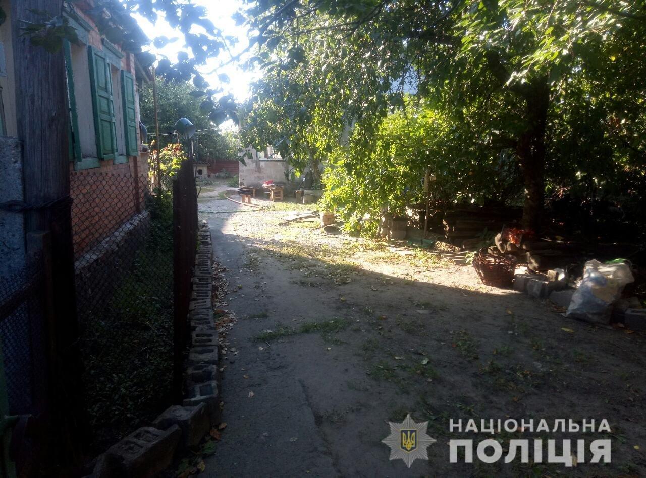 Под Харьковом мужчина ударил ножом в шею свою любовницу и лег спать, - ФОТО, фото-1