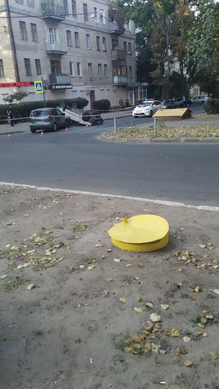 """В Харькове """"ВАЗ"""" врезался в """"Nissan"""" и перевернулся на крышу, - ФОТО, фото-1"""