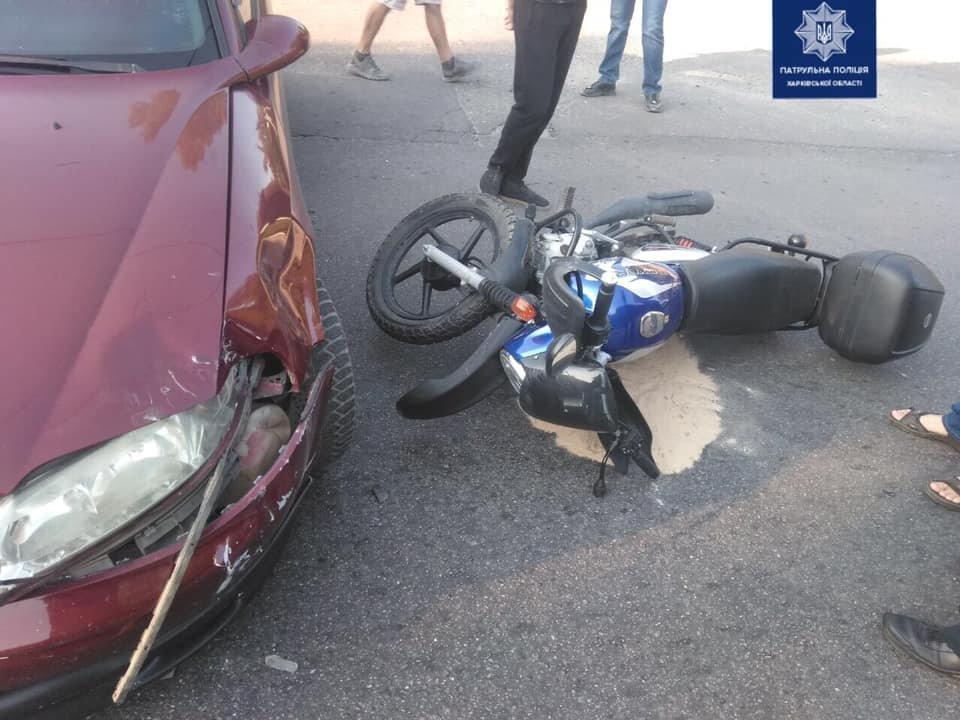 В Харькове мотоциклист «влетел» в легковой автомобиль: пострадавший в больнице, - ФОТО, фото-1