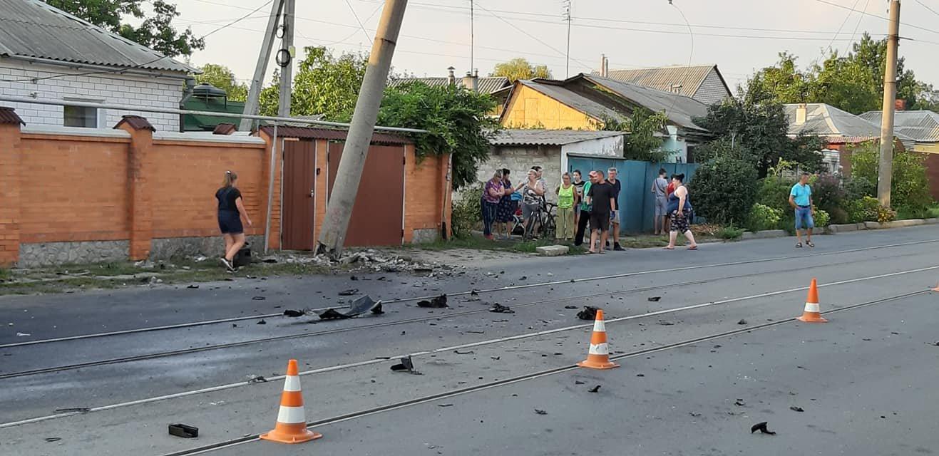 Авария в Харькове: от удара водителя и пассажира выкинуло из машины, - ФОТО, фото-1