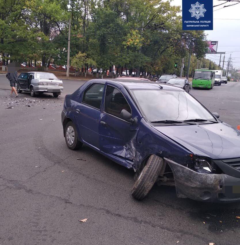 На Героев Сталинграда столкнулись два легковых автомобиля: есть пострадавшие, - ФОТО, фото-2