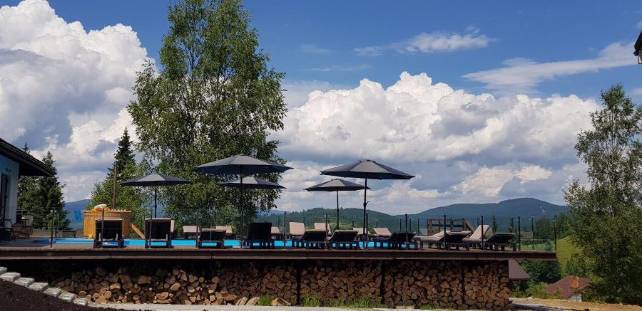 Высокогорный бассейн в Украине на высоте более тысячи метров: в Good Days Shale Resort зарегистрировали официальный рекорд, фото-1