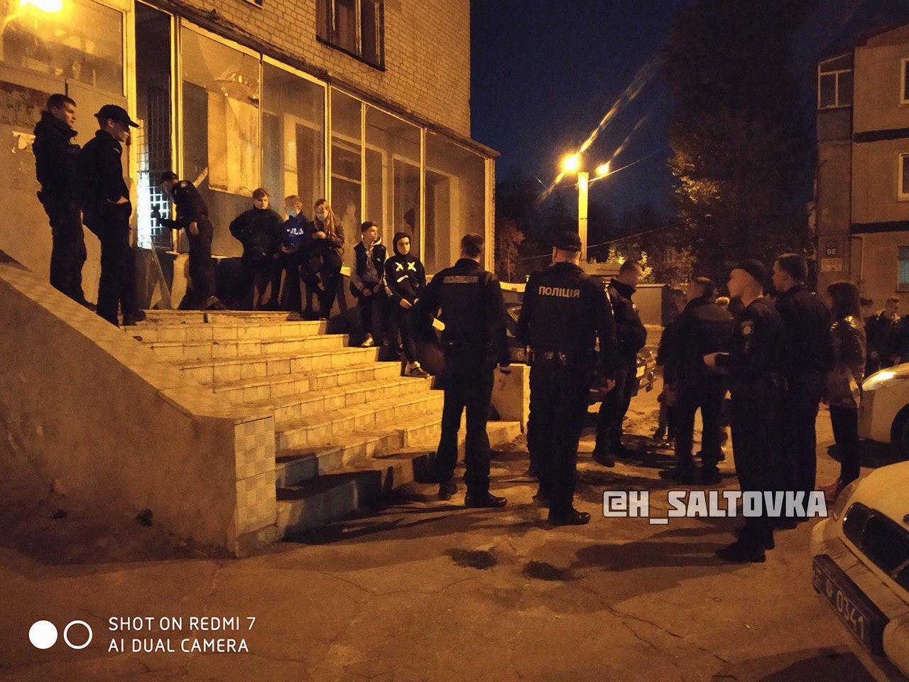 В Харькове подростки залезли в здание неработающего банка, - ФОТО, фото-1