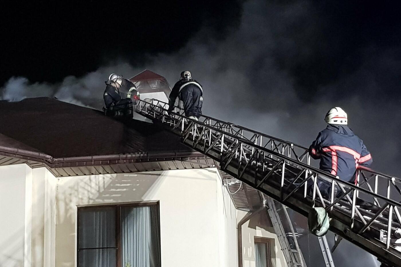 Под Харьковом случился масштабный пожар в двухэтажном коттедже: есть пострадавший, - ФОТО, ВИДЕО, фото-3