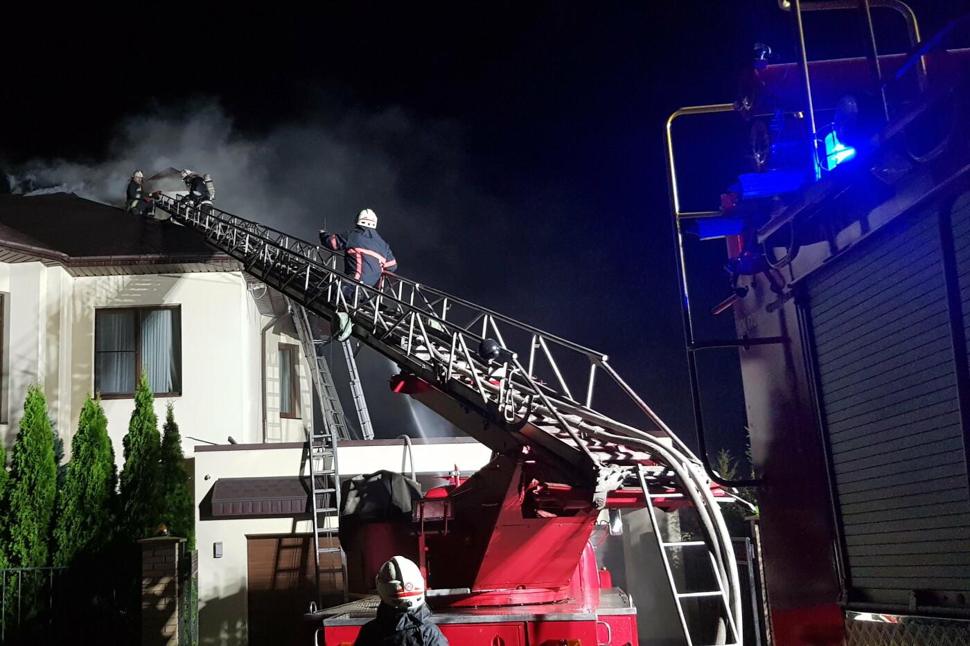 Под Харьковом случился масштабный пожар в двухэтажном коттедже: есть пострадавший, - ФОТО, ВИДЕО, фото-2