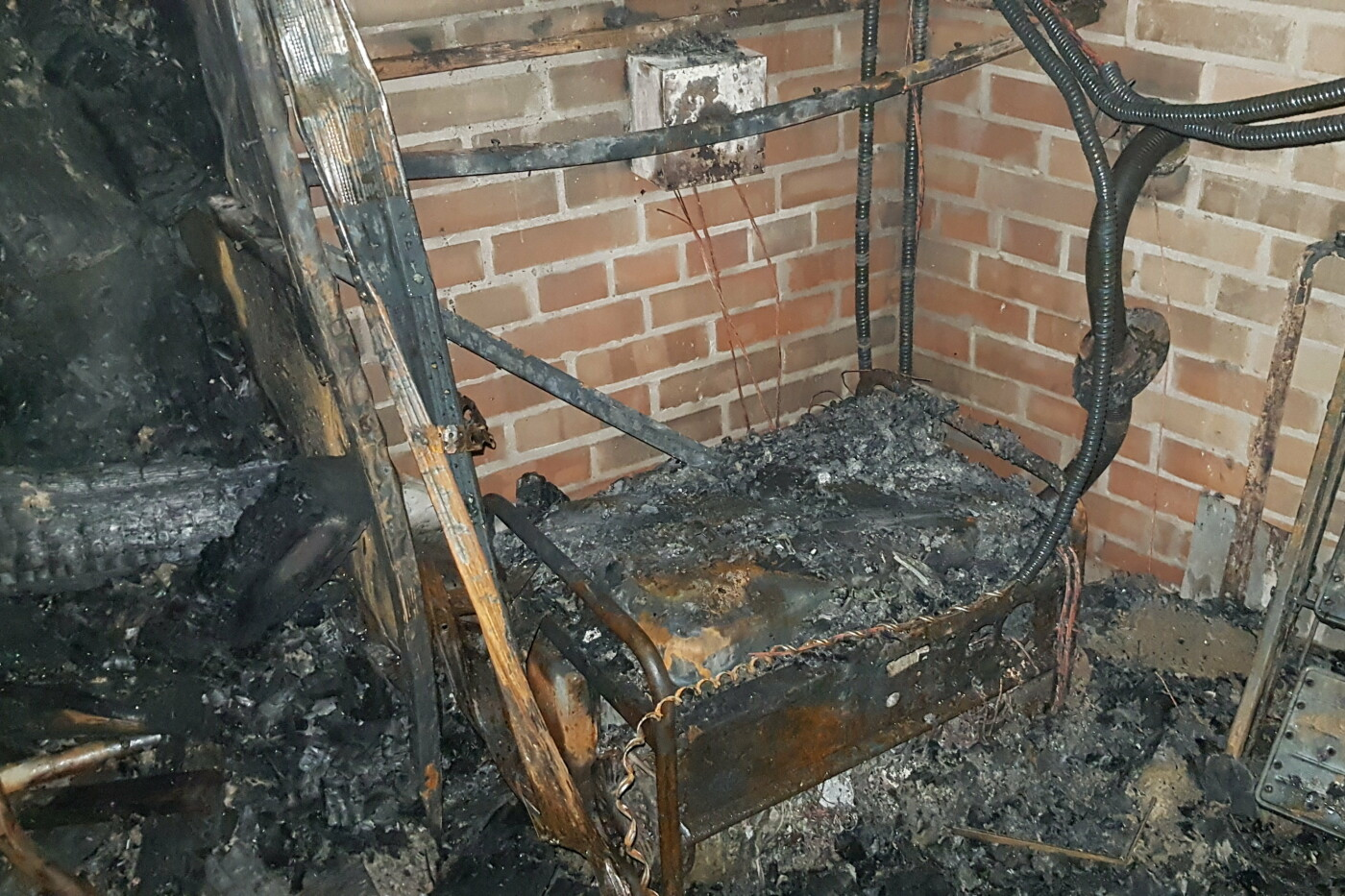Под Харьковом случился масштабный пожар в двухэтажном коттедже: есть пострадавший, - ФОТО, ВИДЕО, фото-6