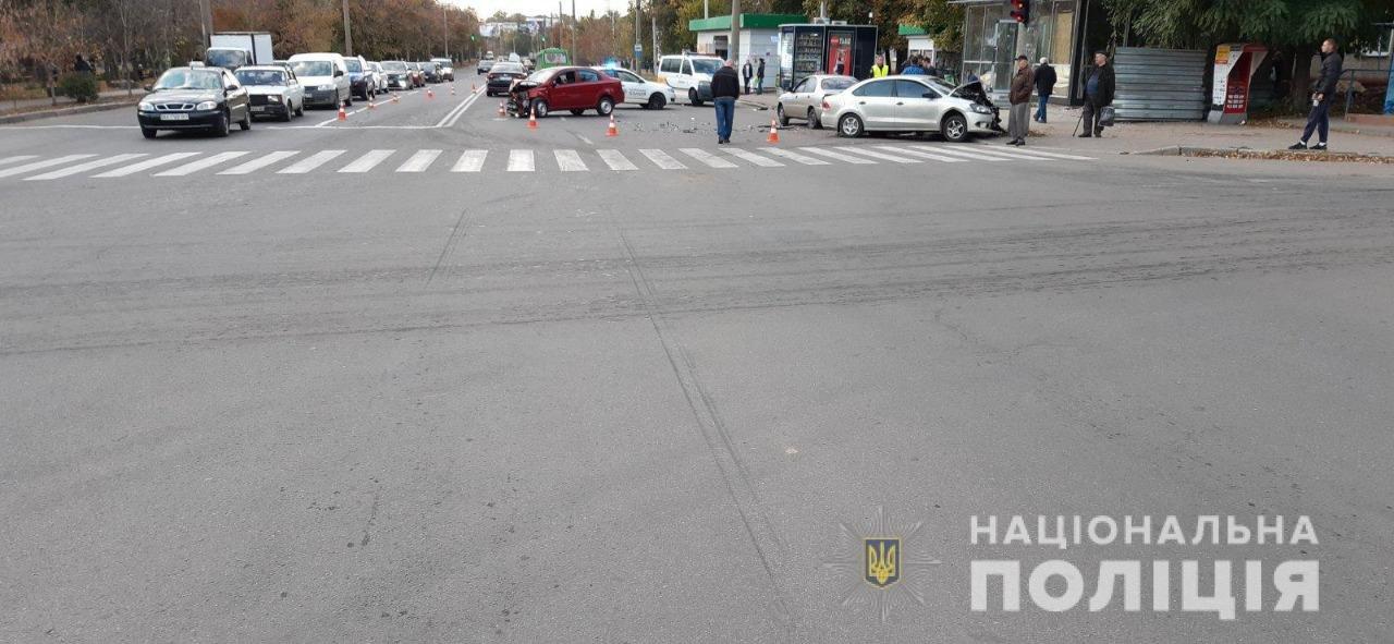 В лобовом столкновении машин на ХТЗ пострадала полуторагодовалая девочка, - ФОТО, фото-1