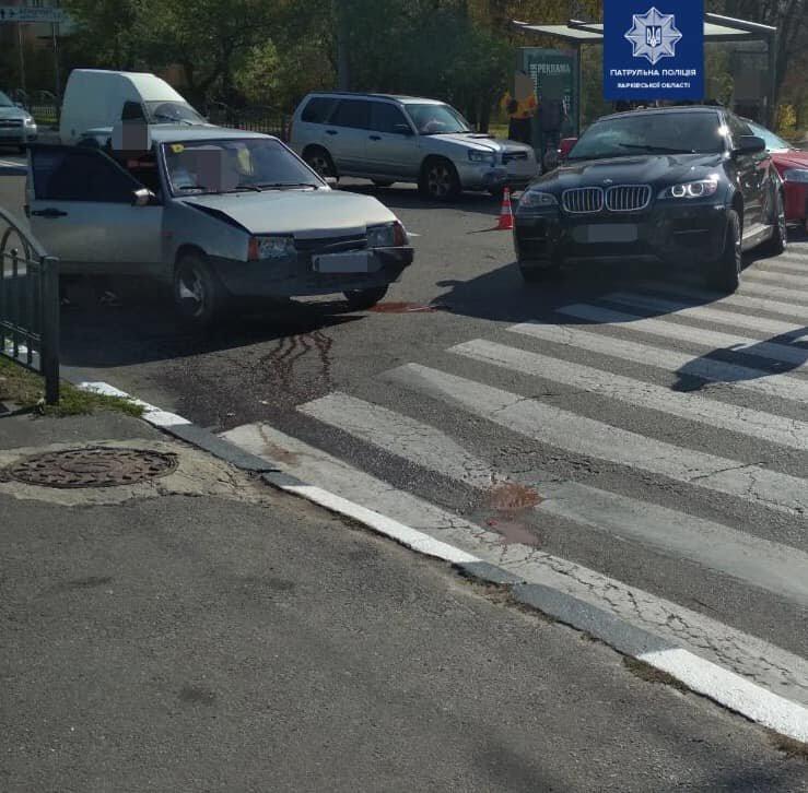 В Харькове три автомобиля не поделили дорогу: один из водителей госпитализирован, - ФОТО, фото-2