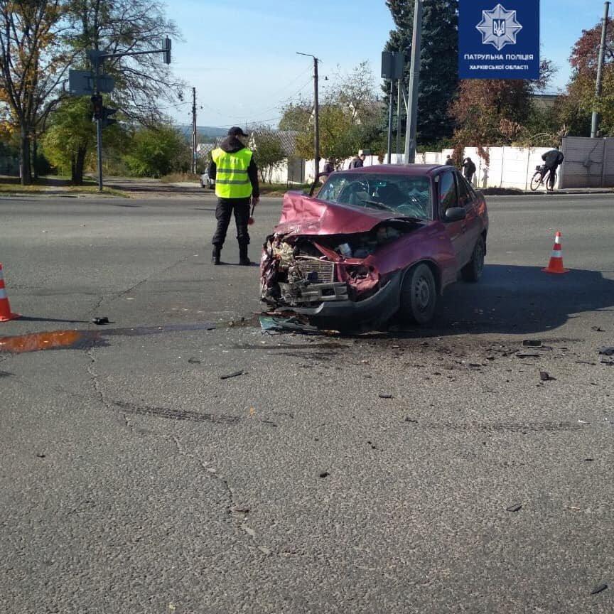 В Харькове три автомобиля не поделили дорогу: один из водителей госпитализирован, - ФОТО, фото-1