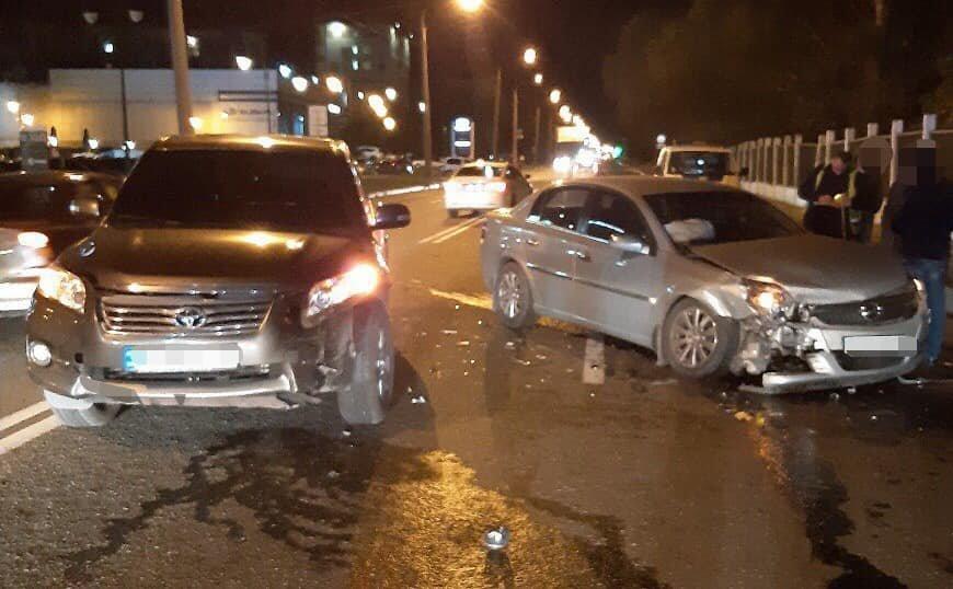 В Харькове не разминулись внедорожник и легковое авто: несколько пассажиров в больнице, - ФОТО, фото-1