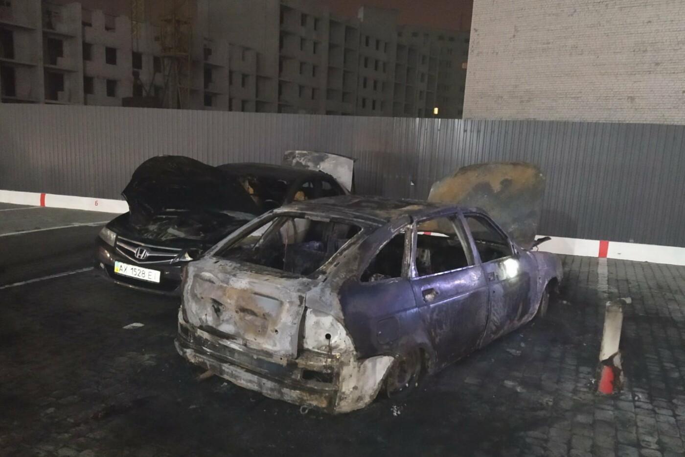 В Харькове во дворе жилого дома подожгли автомобили «ВАЗ» и «Honda», - ФОТО, ВИДЕО, фото-1