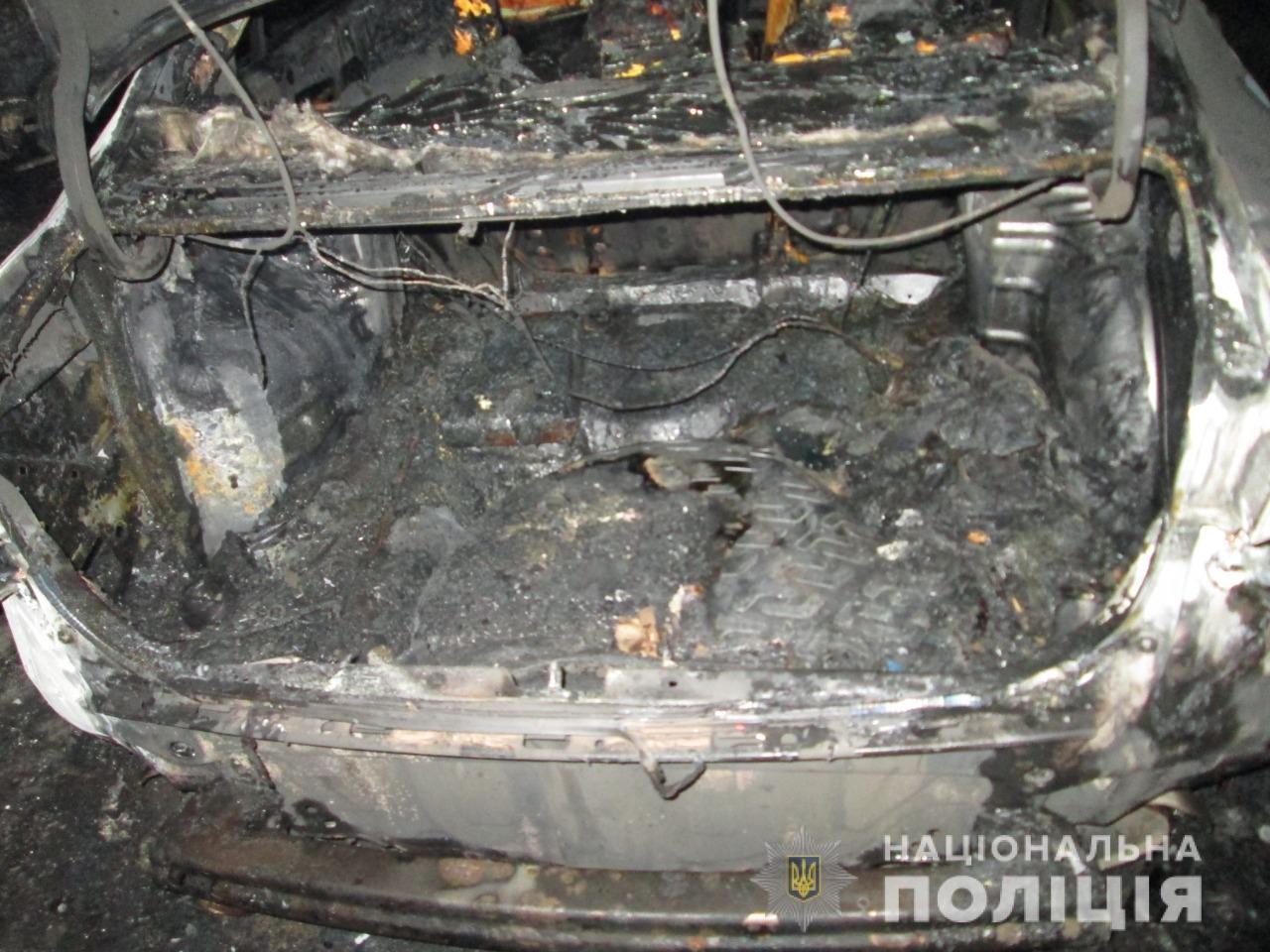 В Харькове во дворе жилого дома подожгли автомобили «ВАЗ» и «Honda», - ФОТО, ВИДЕО, фото-4