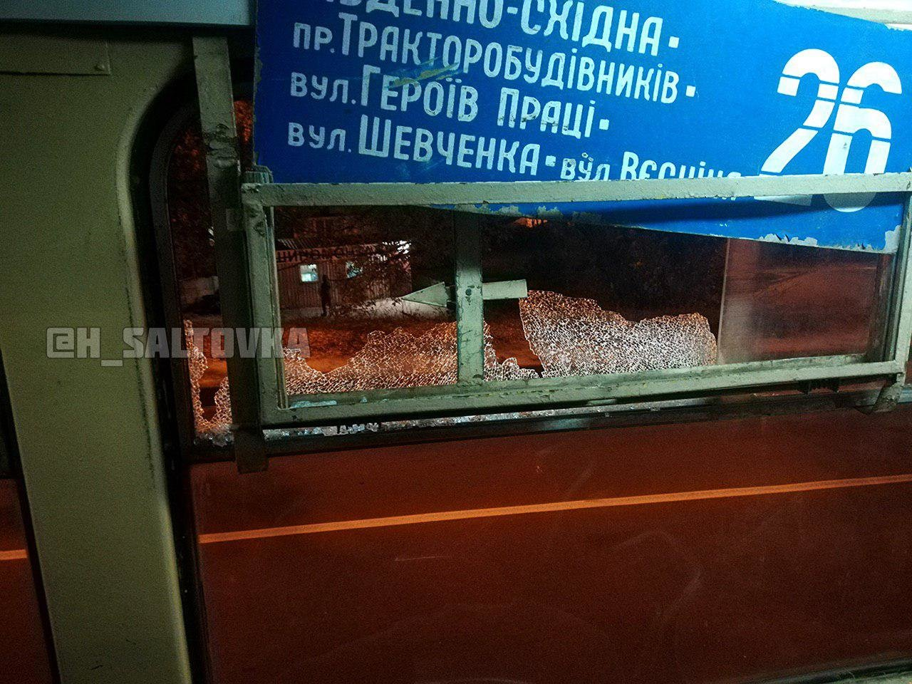 На Тракторостроителей неизвестные обстреляли трамвай, - ФОТО, фото-1