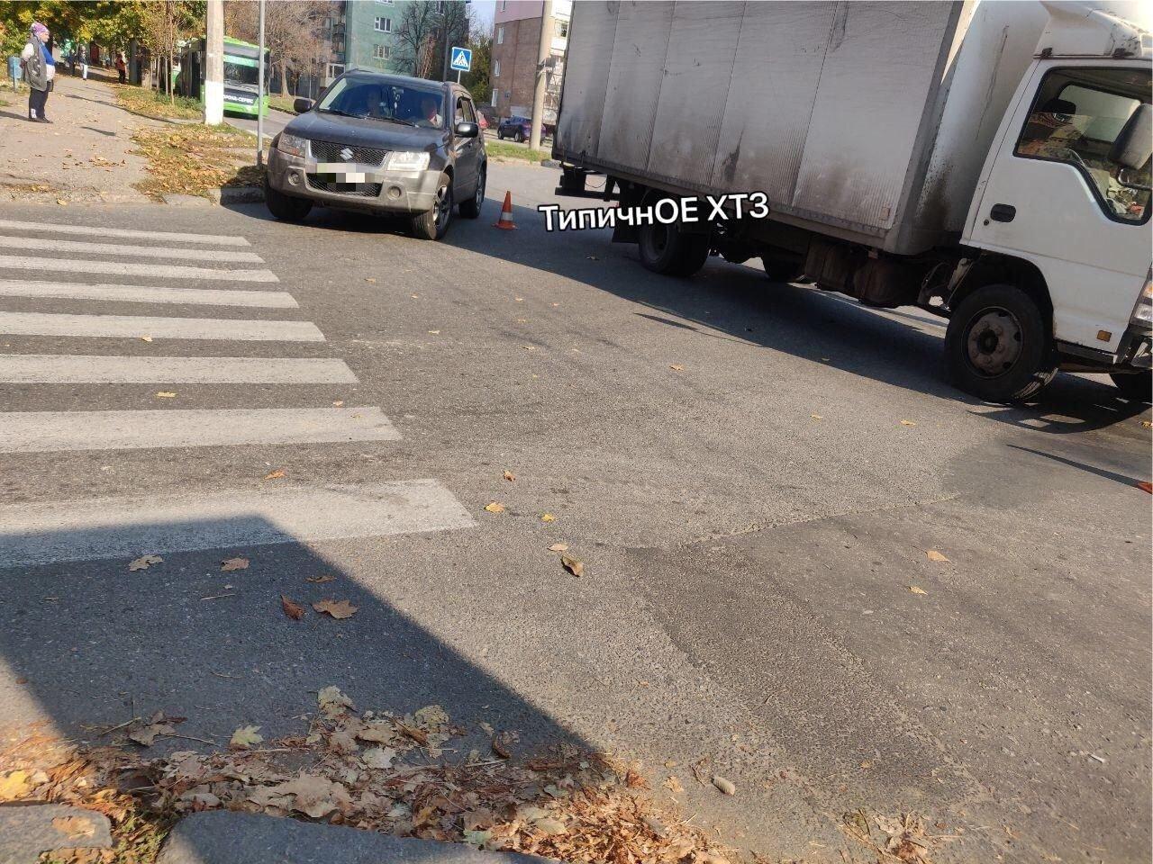 На перекрестке в Харькове легковой автомобиль въехал в грузовик, - ФОТО, фото-3