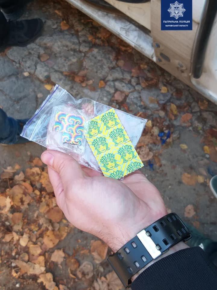 Прятали в кустах: в Харькове «копы» поймали двух «закладчиков», - ФОТО, фото-3