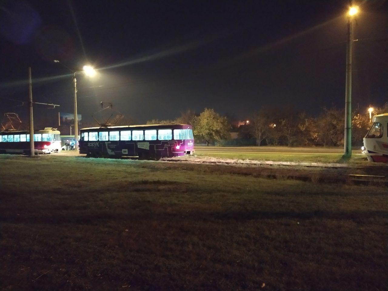 В Харькове неизвестный бросил камень в движущийся трамвай. Пострадала девушка, - ФОТО, фото-2