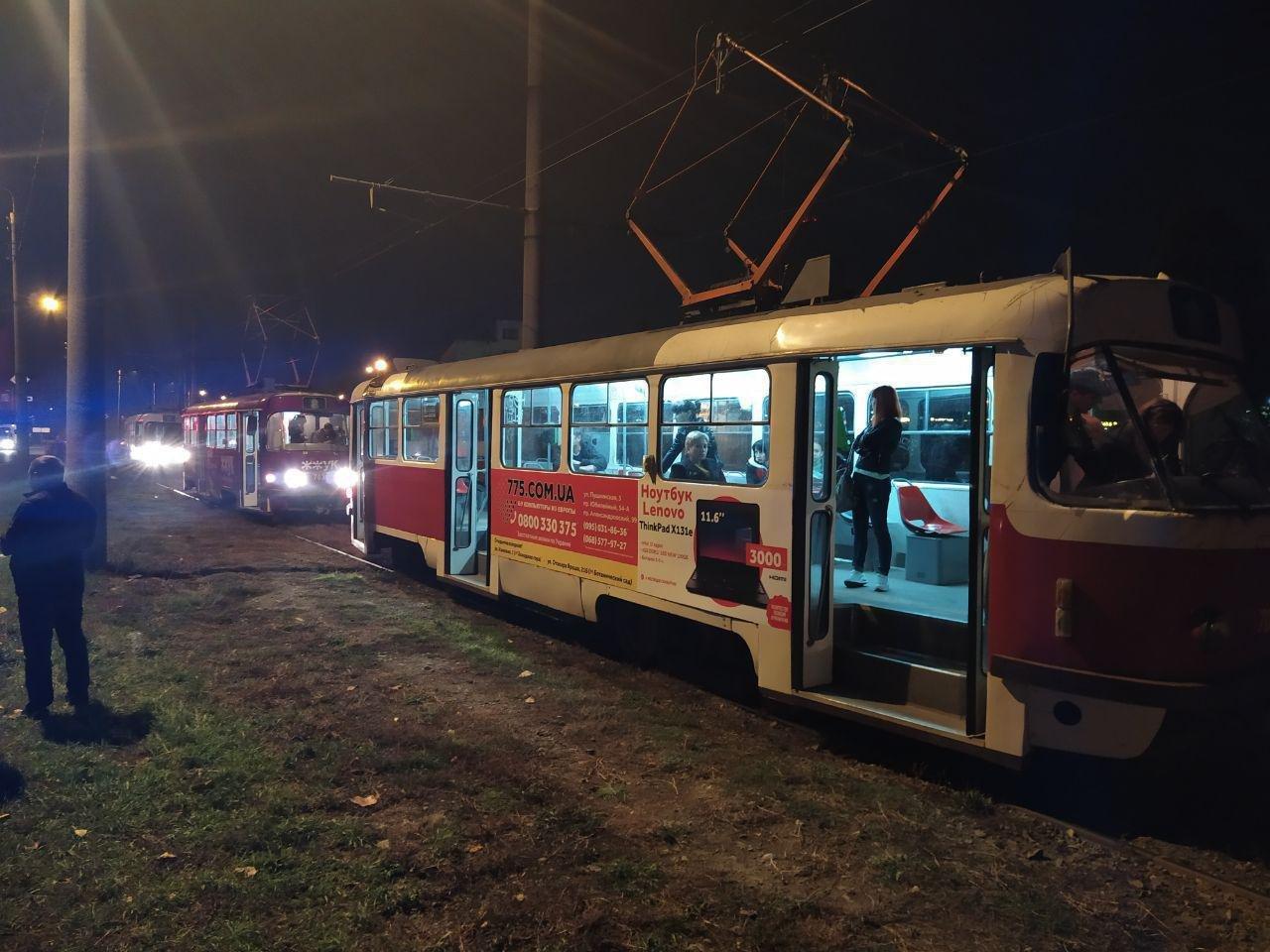 В Харькове неизвестный бросил камень в движущийся трамвай. Пострадала девушка, - ФОТО, фото-3