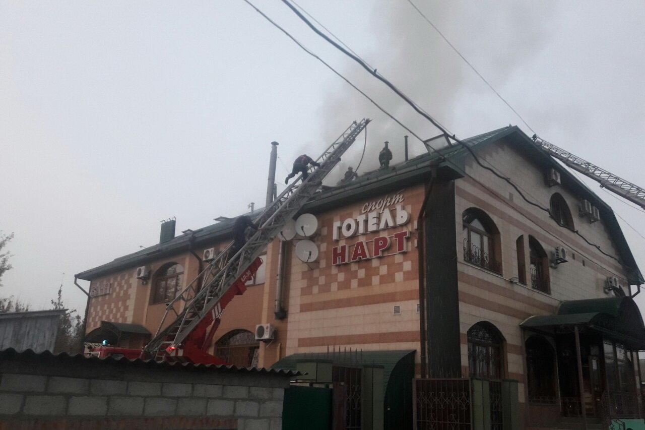 В Харькове спасатели несколько часов тушили масштабный пожар в отеле: эвакуированы три человека, - ФОТО, ВИДЕО, фото-1