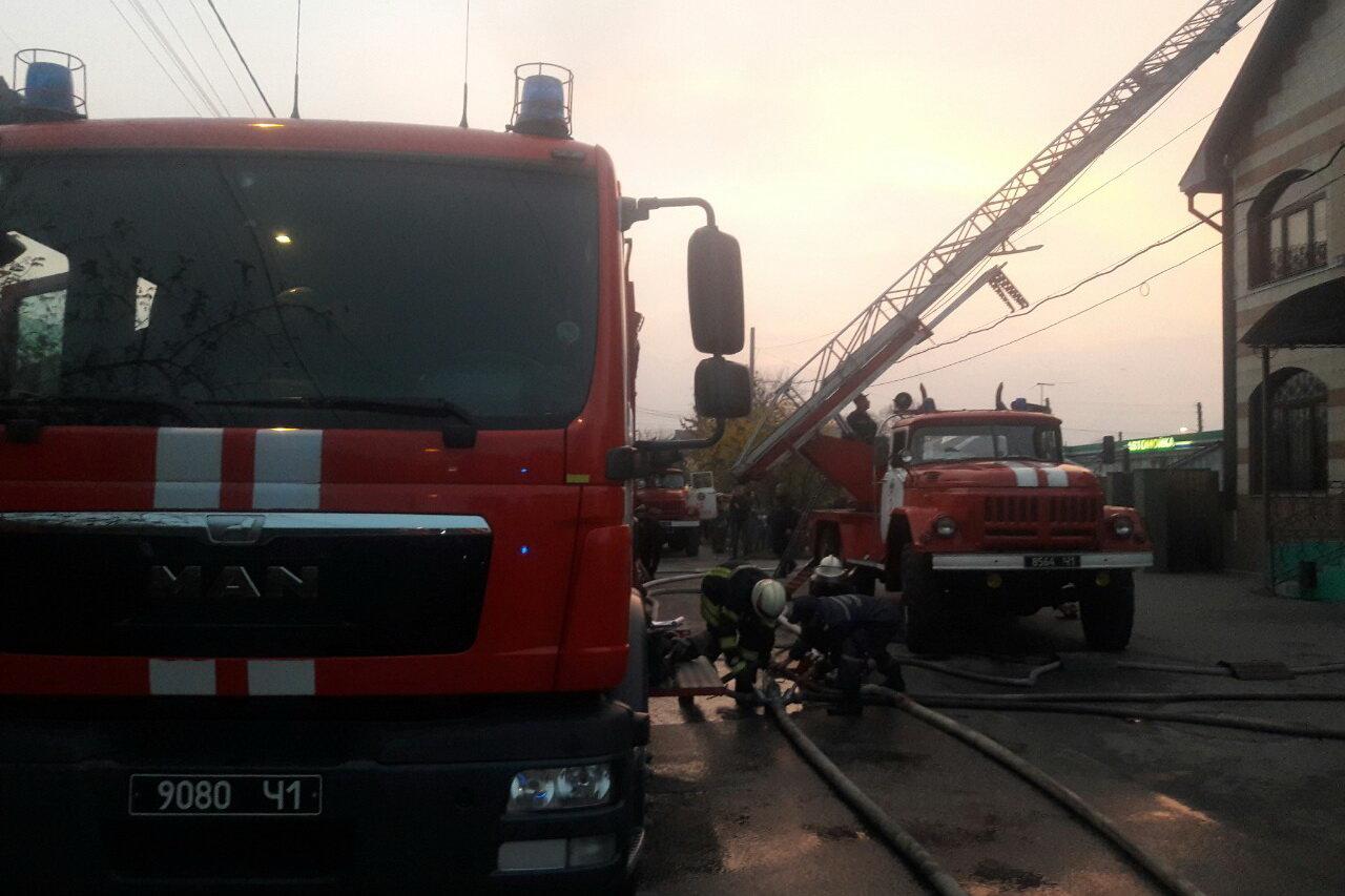 В Харькове спасатели несколько часов тушили масштабный пожар в отеле: эвакуированы три человека, - ФОТО, ВИДЕО, фото-3