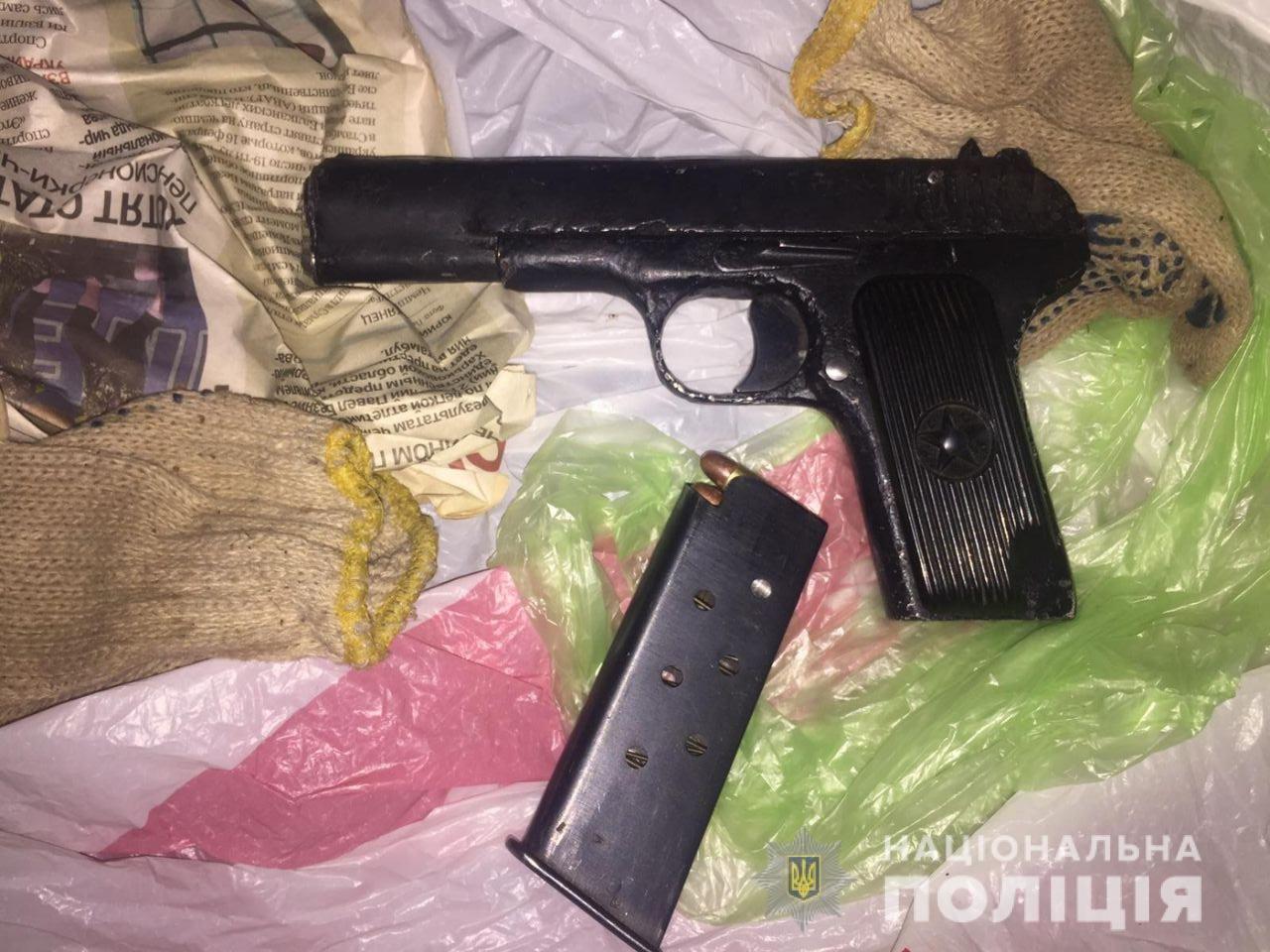 Пистолет и патроны: в Харькове полиция и СБУ разоблачили торговца оружием, - ФОТО, фото-2