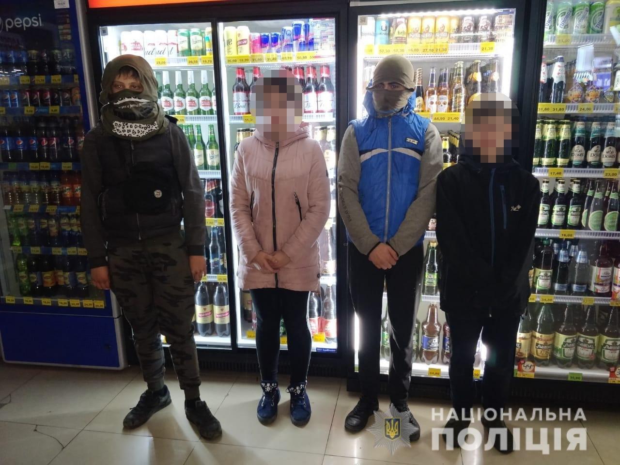 Украли деньги и сигареты: в Харькове четверо подростков проникли в киоск, - ФОТО, фото-1