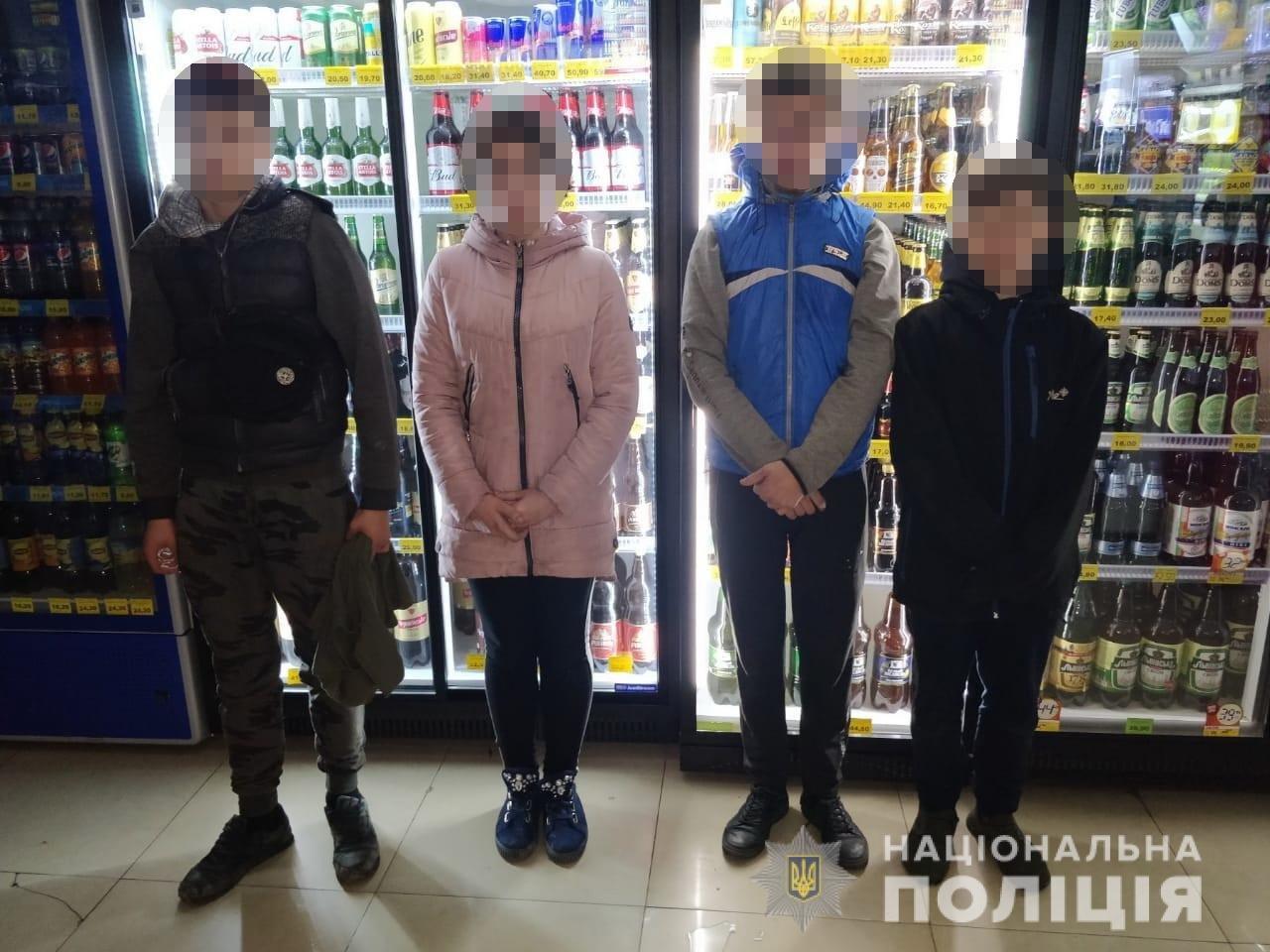 Украли деньги и сигареты: в Харькове четверо подростков проникли в киоск, - ФОТО, фото-2