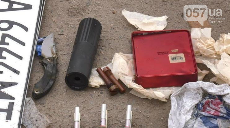 Парик, автомат и патроны: что нашли в машине подорвавшегося на ЮЖД стрелка, - ФОТО, фото-8