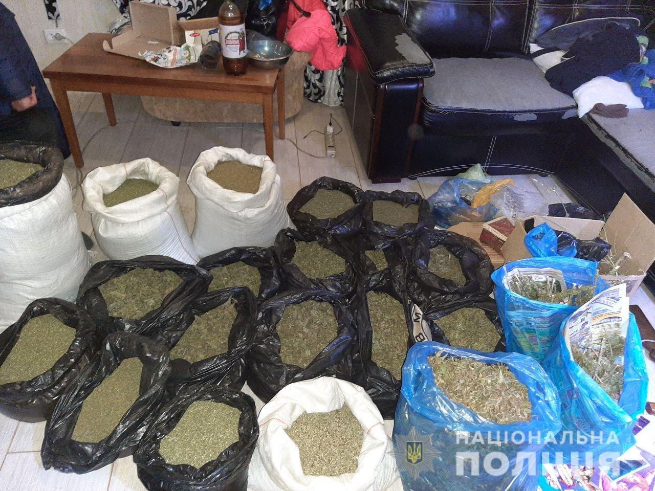 Сорок килограмм конопли на миллион гривен: под Харьковом силовики поймали экс-милиционера на продаже наркотиков, - ФОТО, фото-2