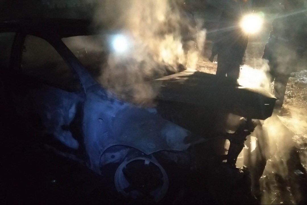 """Под Харьковом сгорел """"Chevrolet"""" с пассажиром внутри, - ФОТО, фото-1"""