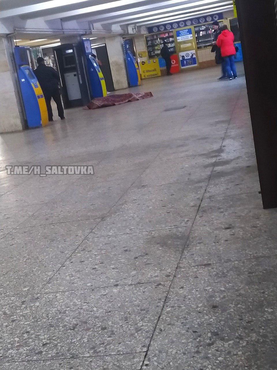 В вестибюле Харьковского метро скончался мужчина, - ФОТО, фото-1