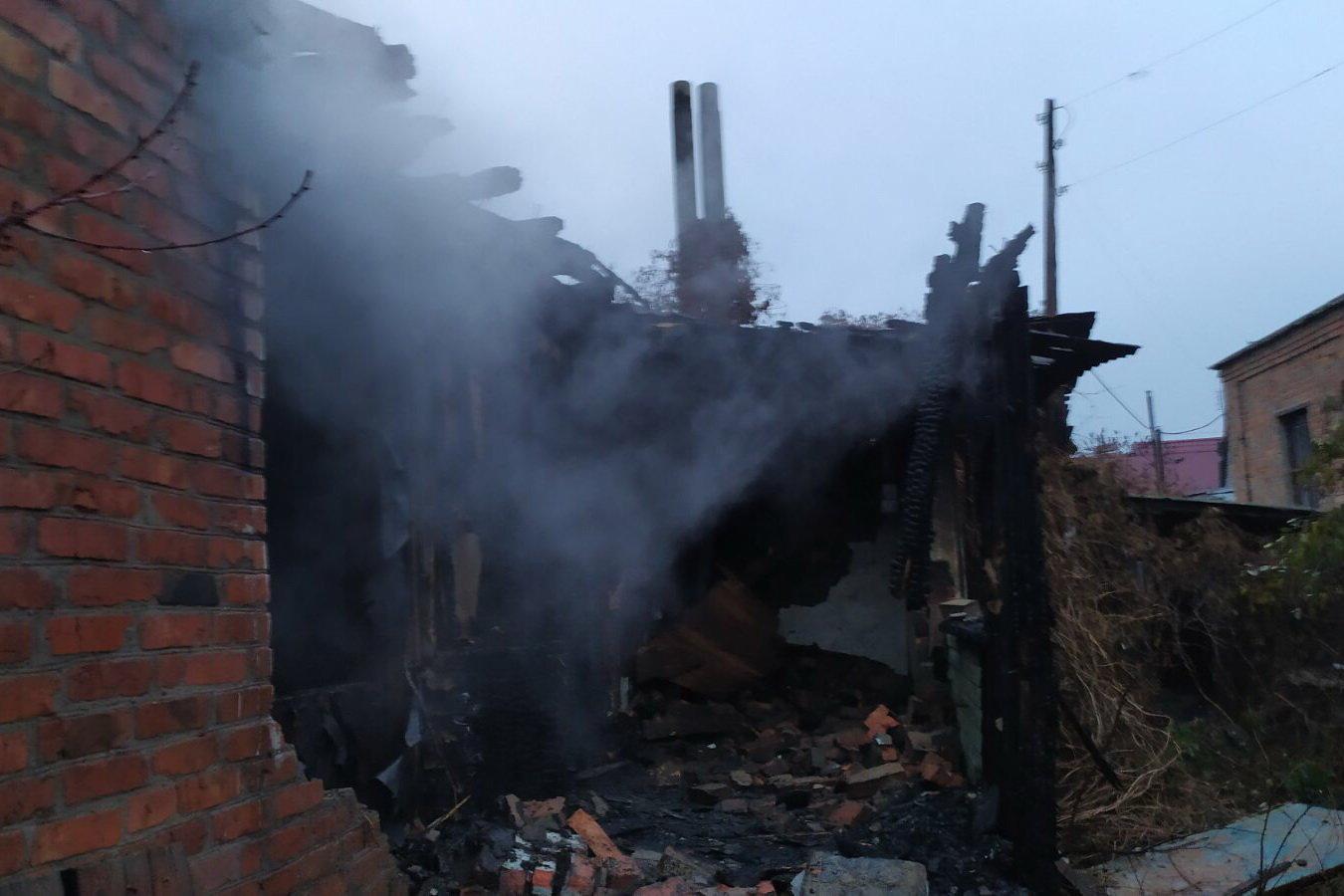 Под Харьковом подожгли жилой дом: спасатели восемь часов тушили пожар, - ФОТО, фото-2